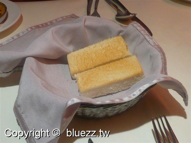 西堤牛排館前菜-焗烤蘑菇+方塊麵包