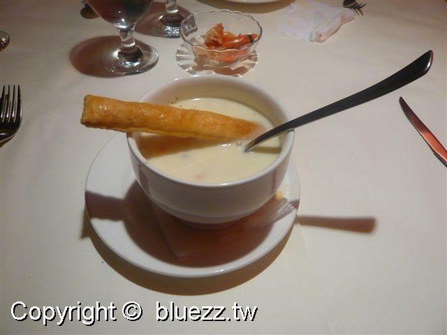 西堤牛排館湯-巧達蛤蜊濃湯