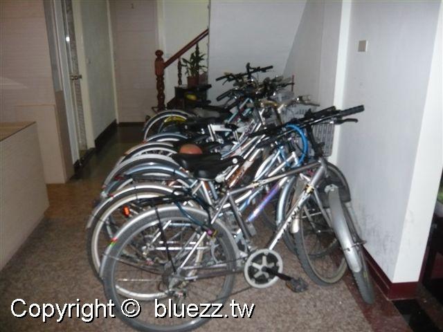 被浪打到民宿民宿提供的免費腳踏車