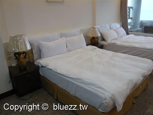 被浪打到民宿舒適的床