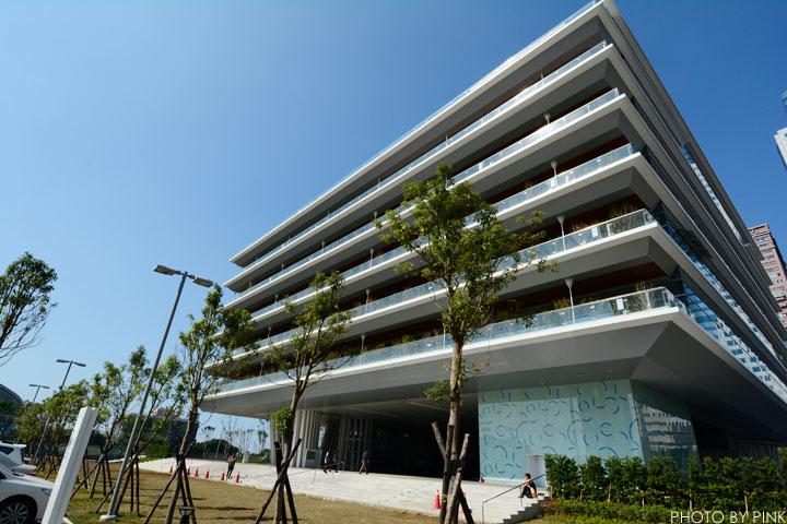 【高雄景點】高雄市立圖書館總館-極簡綠建築,優質的閱讀場域。-DSC_2162.jpg