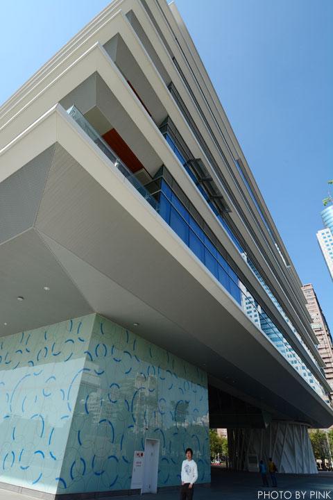【高雄景點】高雄市立圖書館總館-極簡綠建築,優質的閱讀場域。-DSC_2169.jpg