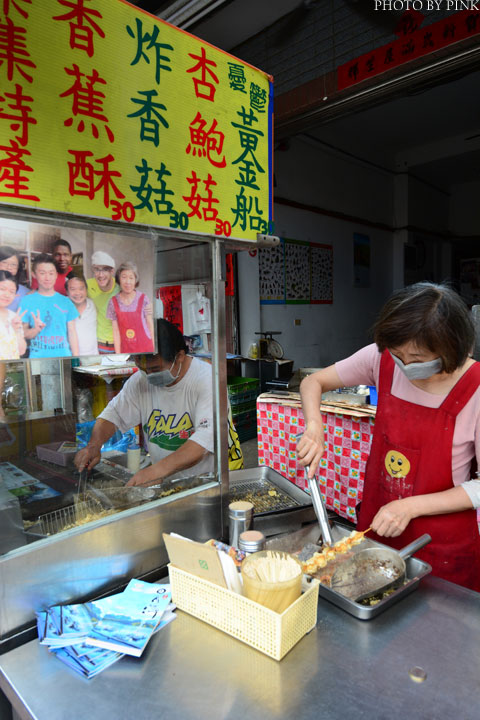 【集集美食】集集火車站旁無名炸香蕉vs琳家元香蕉酥。兩家比拼,哪一家最好-DSC_0465.jpg