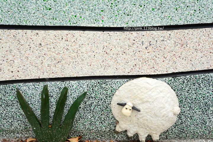台中龍井「龍港國小」。充滿童趣的彩繪及拼貼,超可愛!-DSC_1433.jpg