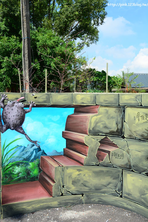 【台中石岡】九房里3D立體彩繪童話村。傑克與魔豆、青蛙王子、巫婆的糖果屋等童話故事躍上牆面,吸睛度百分百!-DSC_1519.jpg