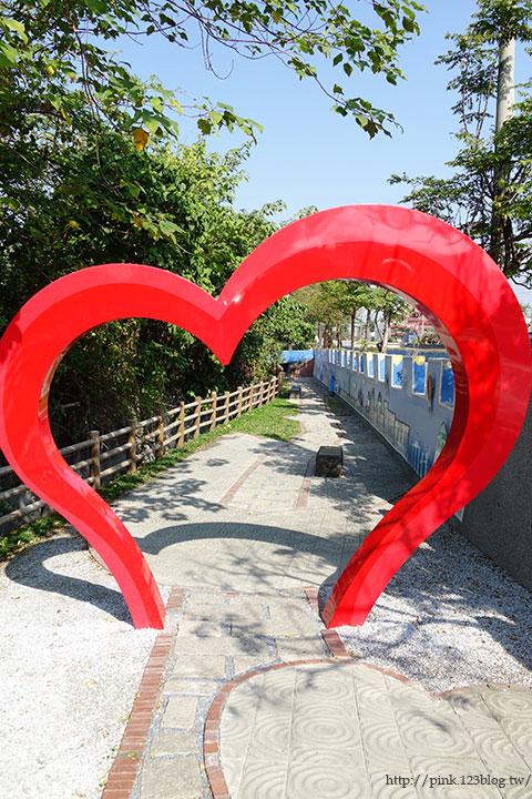 【彰化大村】地中海風格之雙心步道。遊走步道甜蜜滿分!(雙心池塘旁)-DSC04298.jpg