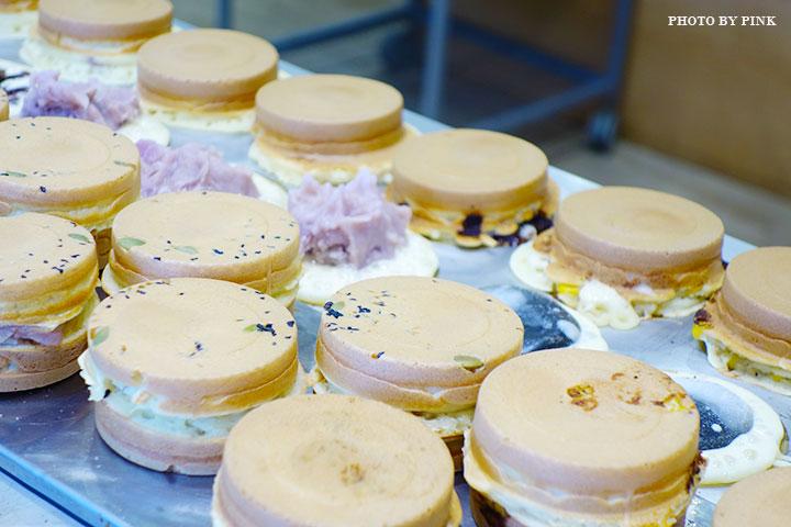 【台中甜點】大判燒。創意日式紅豆餅,多達十七種口味任君挑選,必吃鹹蛋黃芋頭口味!-DSC08494.jpg