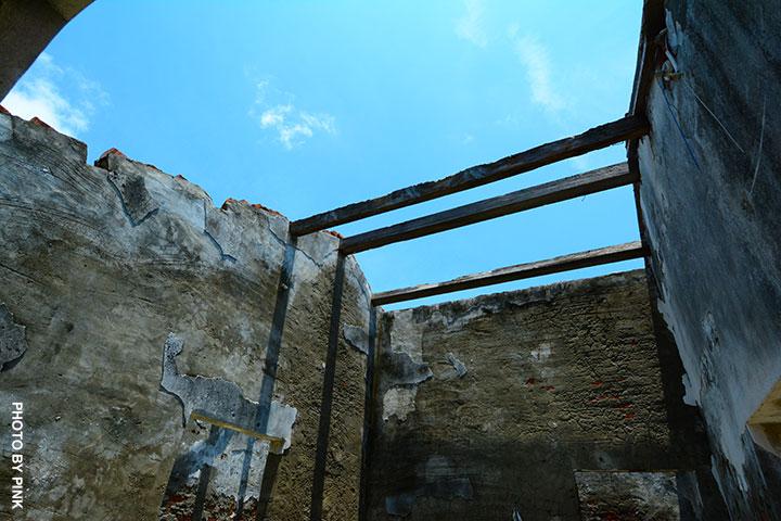 【彰化線西景點】蛤蜊兵營。廢棄兵營懷舊風,網美外拍熱點!-DSC_2072.jpg