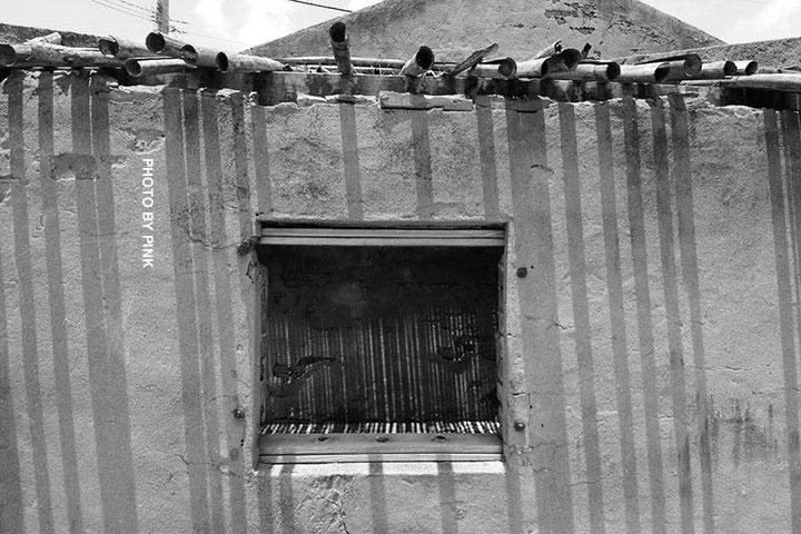 【彰化線西景點】蛤蜊兵營。廢棄兵營懷舊風,網美外拍熱點!-DSC_2106.jpg