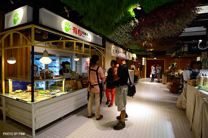 【台中西區】第六市場。第一間開在百貨公司的菜市場,買菜不流汗,也太幸福了!-DSC_3339.jpg