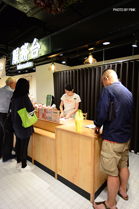 【台中西區】第六市場。第一間開在百貨公司的菜市場,買菜不流汗,也太幸福了!-DSC_3349.jpg