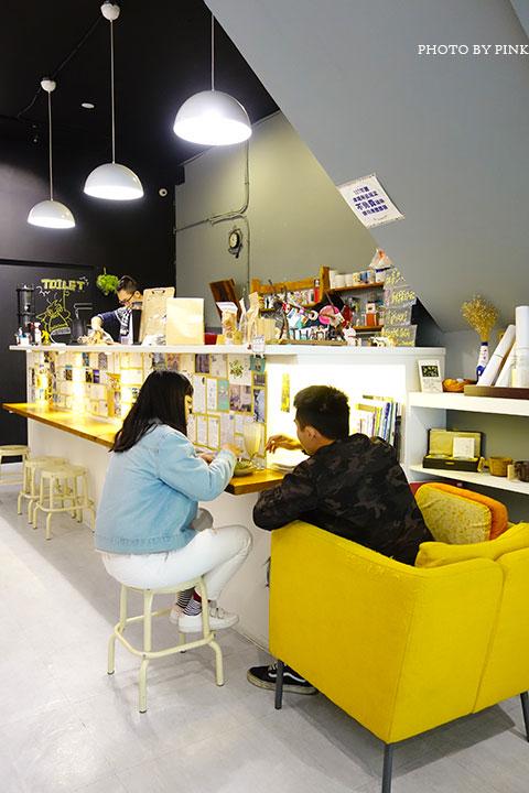 【草屯咖啡館】甜客思Thanks寵物咖啡館。喝咖啡、嚐甜食、還有阿登喵星人坐陪!-DSC08784.jpg