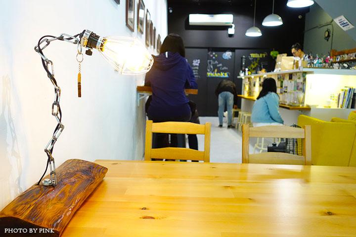 【草屯咖啡館】甜客思Thanks寵物咖啡館。喝咖啡、嚐甜食、還有阿登喵星人坐陪!-DSC08803.jpg