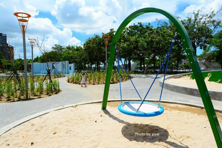 【台中親子公園】豐樂雕塑公園。全新改版親子遊戲區,白砂、溜滑梯、盪鞦韆等,超好玩!-DSC_6222.jpg