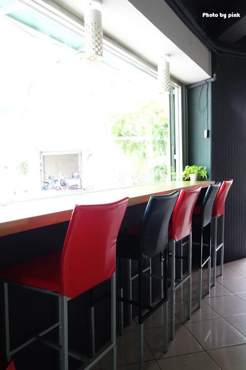 【埔里素食推薦】全体素立蔬食餐館。葷食也愛吃的西式蔬食料理,份量十足的漢堡很對味!-DSC07505.jpg