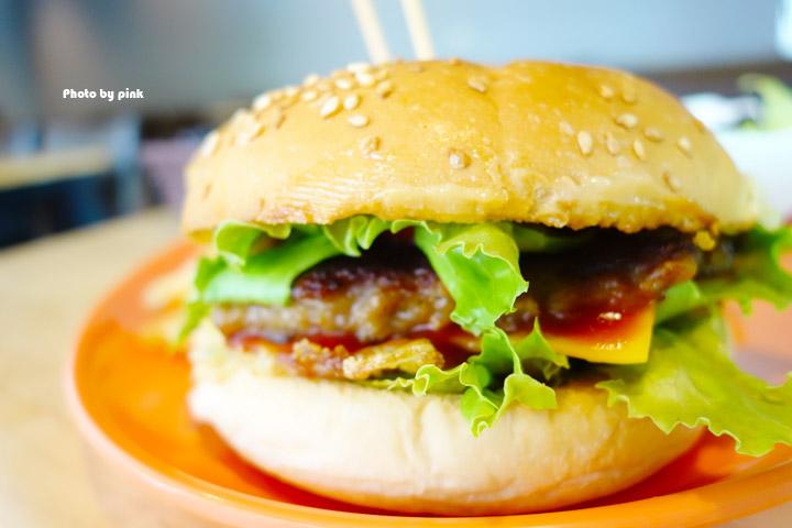 【埔里素食推薦】全体素立蔬食餐館。葷食也愛吃的西式蔬食料理,份量十足的漢堡很對味!-DSC07626.jpg