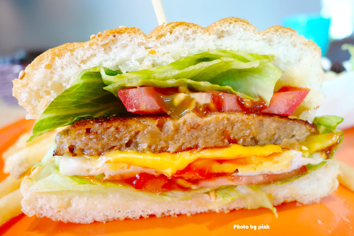 【埔里素食推薦】全体素立蔬食餐館。葷食也愛吃的西式蔬食料理,份量十足的漢堡很對味!-DSC07659.jpg