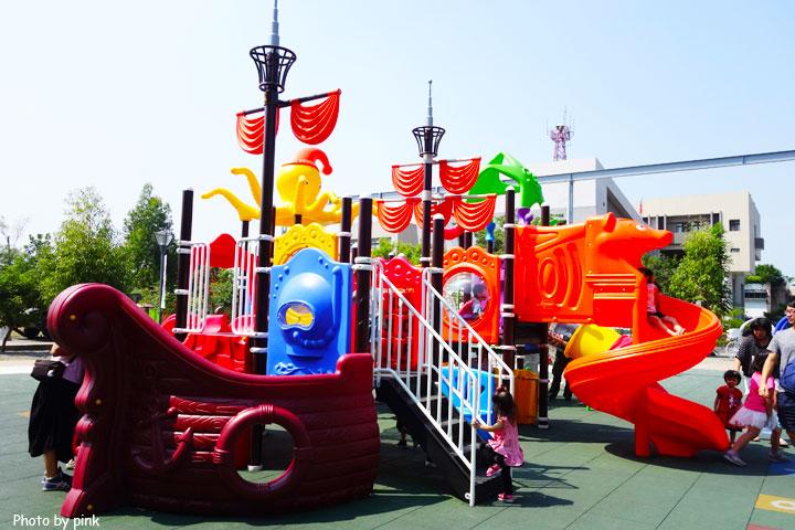 【草屯景點】草屯兒童樂園。摩天輪、彩色球池、馬車等好玩設施讓小朋友玩翻天!-DSC00446.jpg