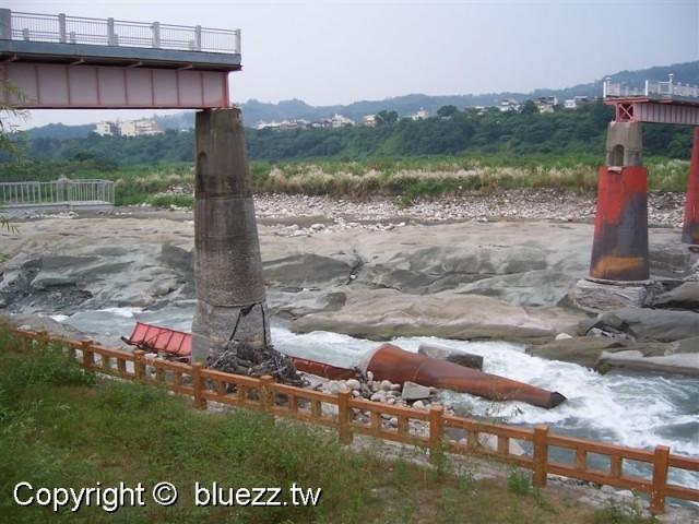 后豐鐵馬道震斷的橋墩觸目驚心