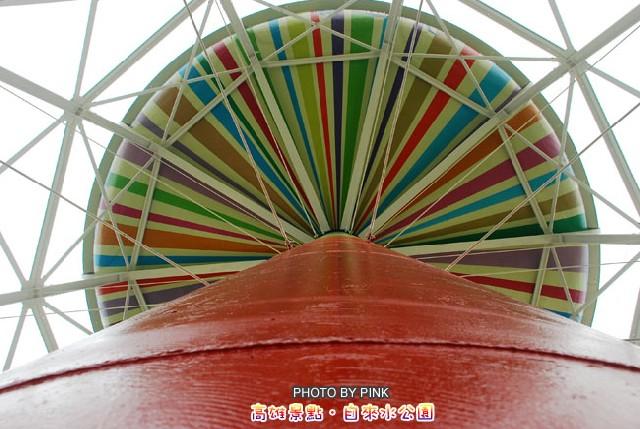 【高雄旅遊景點】自來水公園-哇~超大七彩棒棒糖就在我眼前