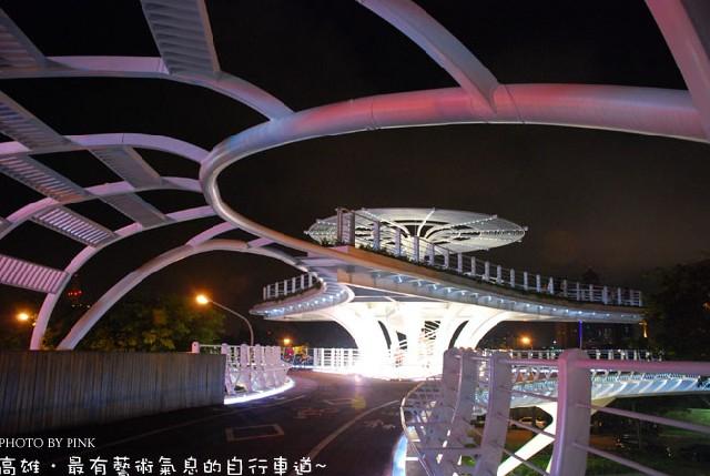【高雄私密景點】凱旋站旁充滿藝術氣息的自行車橋