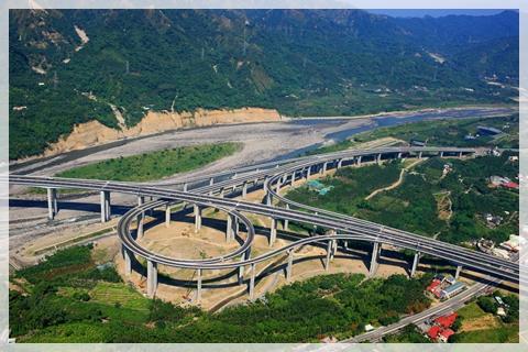 橋聳雲天(國道六號國姓交流道)