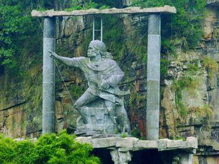 泰雅精神 泰雅勇士雕像