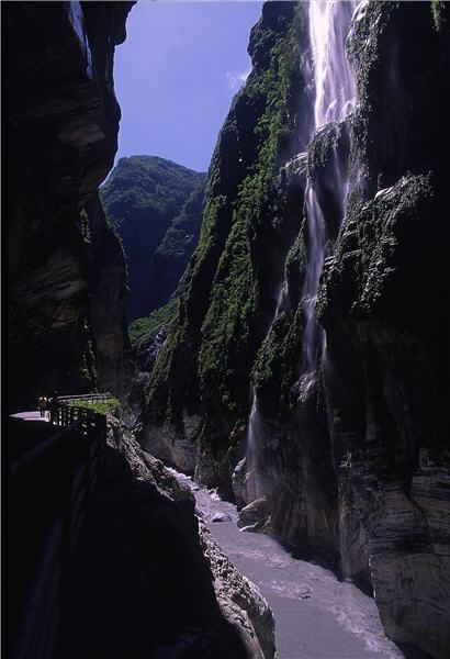 太魯閣峽谷—九曲洞 / 林炳煌攝,太魯閣國家公園管理處提供