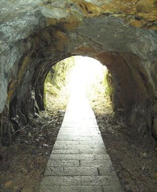 琉榔路觀光步道穿山洞