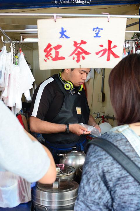 【台中第五市場】太空紅茶冰、阿義紅茶、海苔飯捲、樂群冷凍芋。美味小吃看這裡!-DSC_0798.jpg