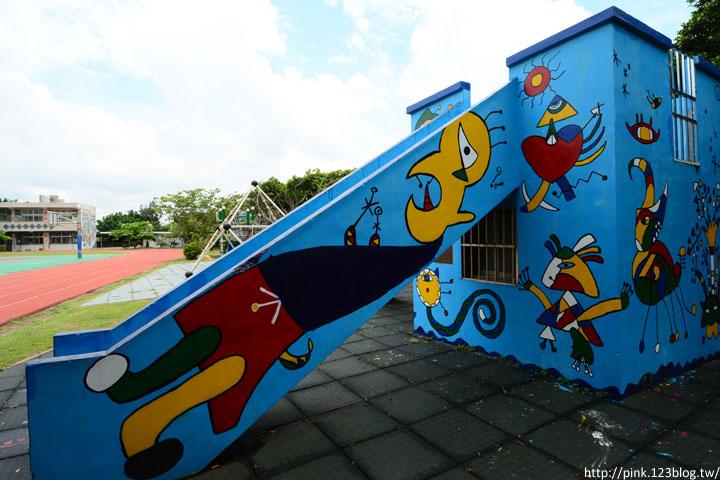 台中龍井「龍港國小」。充滿童趣的彩繪及拼貼,超可愛!-DSC_1501.jpg