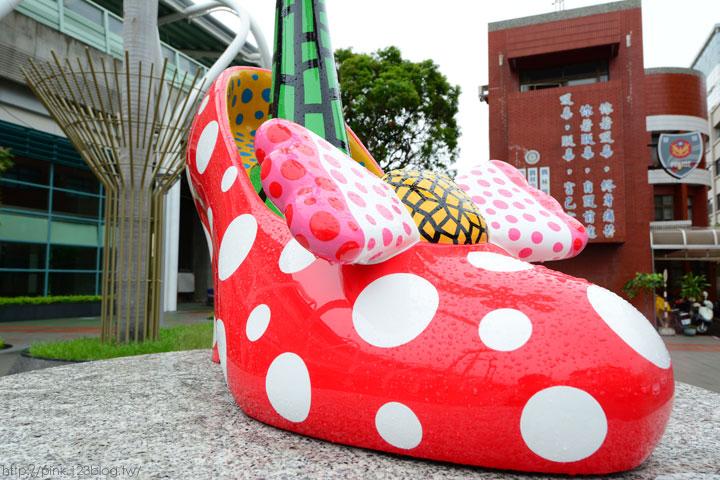 驚見草間彌生高跟鞋,就在彰化新員林火車站!-DSC_5260.jpg
