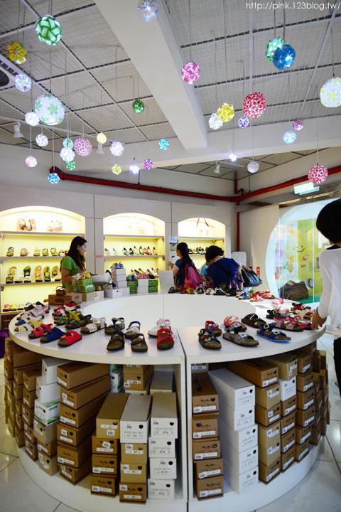 【台中景點】鞋寶觀光工廠.跟著鞋子去旅行!-DSC_6039.jpg