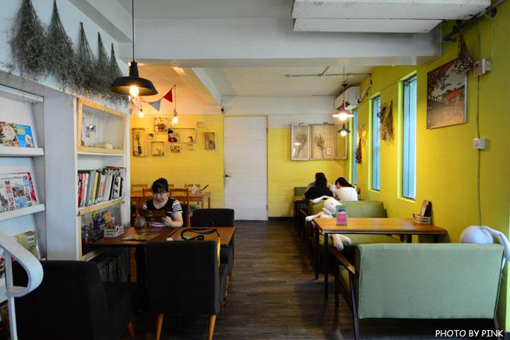 【台中寵物餐廳】R星咖啡。可愛貓星人坐伴、輕食野餐盒嚐鮮,超有趣的一間R星球餐廳!-DSC_0395.jpg