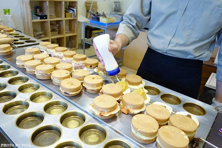 【台中甜點】大判燒。創意日式紅豆餅,多達十七種口味任君挑選,必吃鹹蛋黃芋頭口味!-DSC08489.jpg