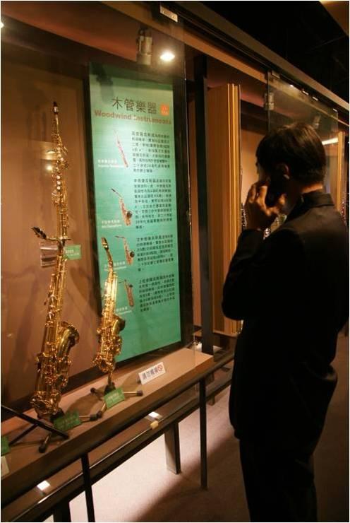 國臺交音樂文化園區 樂器展示:完整呈現交響樂團使用到的所有樂器,搭配導覽機與看板圖說,讓參觀民眾可近距離仔細觀賞樂器細節。