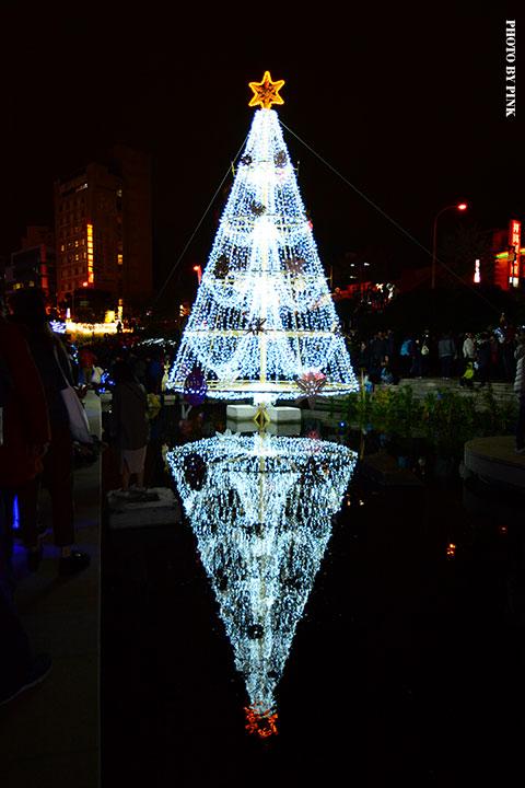 【2017台中聖誕節】柳川藍帶水岸。全台唯一水中聖誕樹,絕美閃耀岸河畔!-DSC_5858.jpg