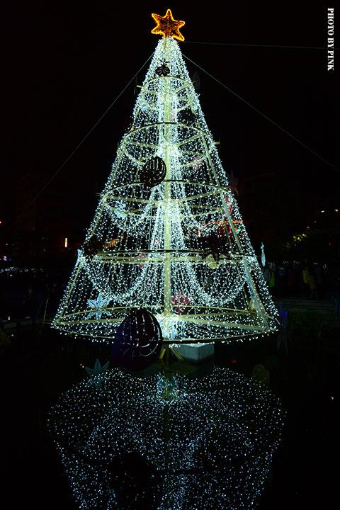 【2017台中聖誕節】柳川藍帶水岸。全台唯一水中聖誕樹,絕美閃耀岸河畔!-DSC_5878.jpg