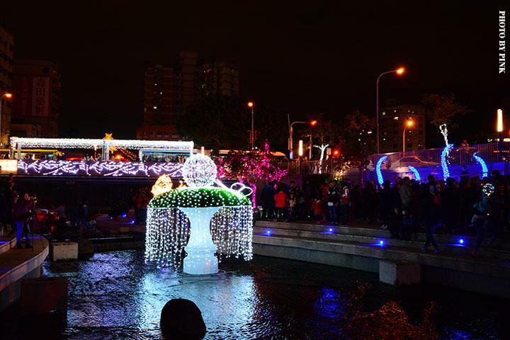 【2017台中聖誕節】柳川藍帶水岸。全台唯一水中聖誕樹,絕美閃耀岸河畔!-DSC_5923.jpg