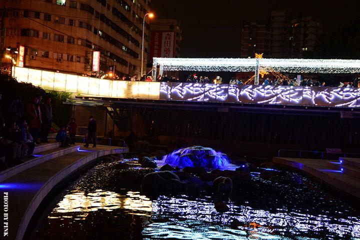 【2017台中聖誕節】柳川藍帶水岸。全台唯一水中聖誕樹,絕美閃耀岸河畔!-DSC_5932.jpg