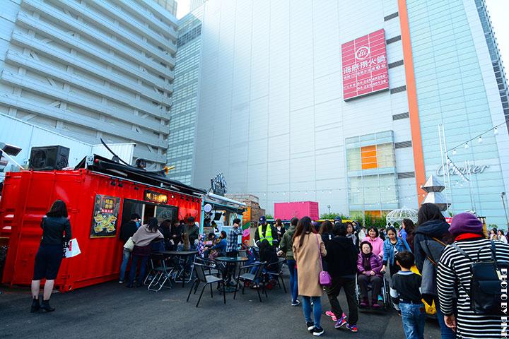 【台中景點】UNO貨櫃市集。中台灣最大繽紛貨櫃市集,好拍好買又好逛!(就在大遠百旁)-DSC_6395.jpg