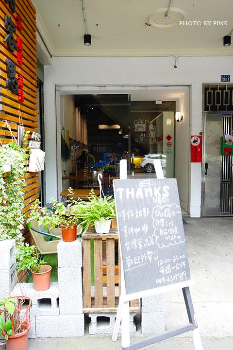 【草屯咖啡館】甜客思Thanks寵物咖啡館。喝咖啡、嚐甜食、還有阿登喵星人坐陪!-DSC08688.jpg