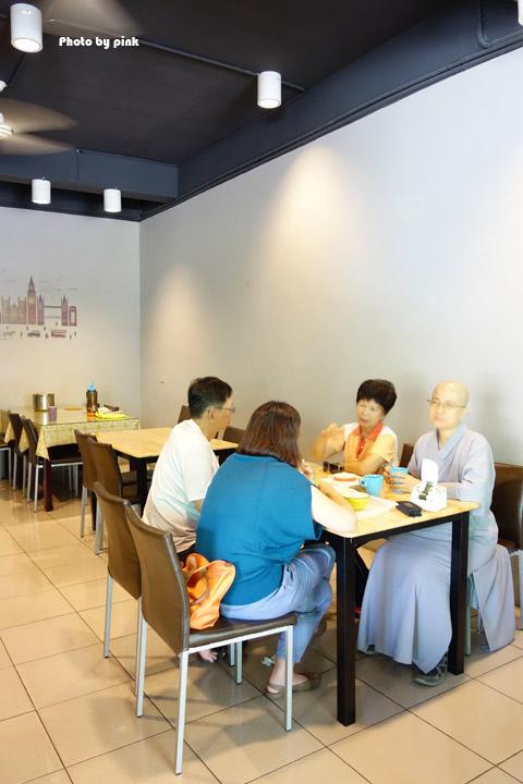 【埔里素食推薦】全体素立蔬食餐館。葷食也愛吃的西式蔬食料理,份量十足的漢堡很對味!-DSC07499.jpg