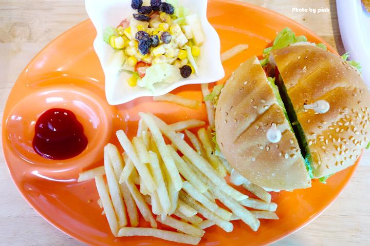 【埔里素食推薦】全体素立蔬食餐館。葷食也愛吃的西式蔬食料理,份量十足的漢堡很對味!-DSC07601.jpg