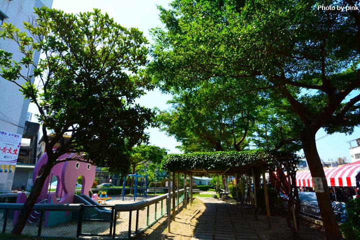 【台中太平景點】新坪公園。小而巧的兒童公園,還有超可愛粉紅章魚溜滑梯陪玩!-DSC_8905.jpg