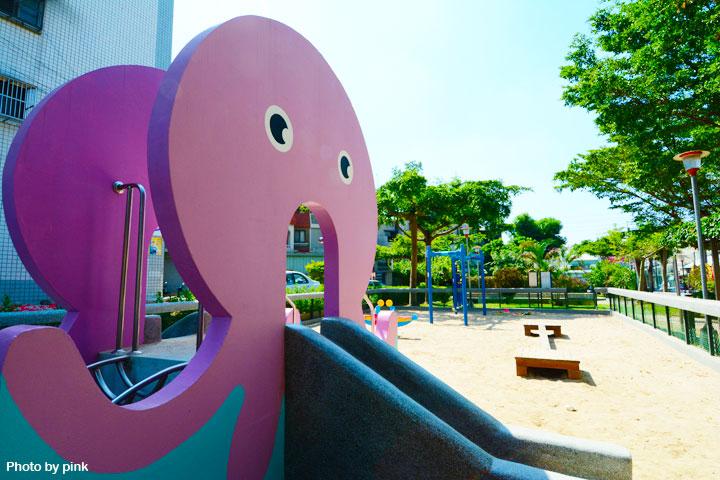 【台中太平景點】新坪公園。小而巧的兒童公園,還有超可愛粉紅章魚溜滑梯陪玩!-DSC_8935.jpg