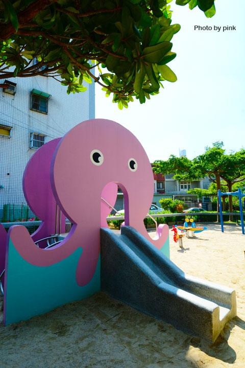 【台中太平景點】新坪公園。小而巧的兒童公園,還有超可愛粉紅章魚溜滑梯陪玩!-DSC_8937.jpg