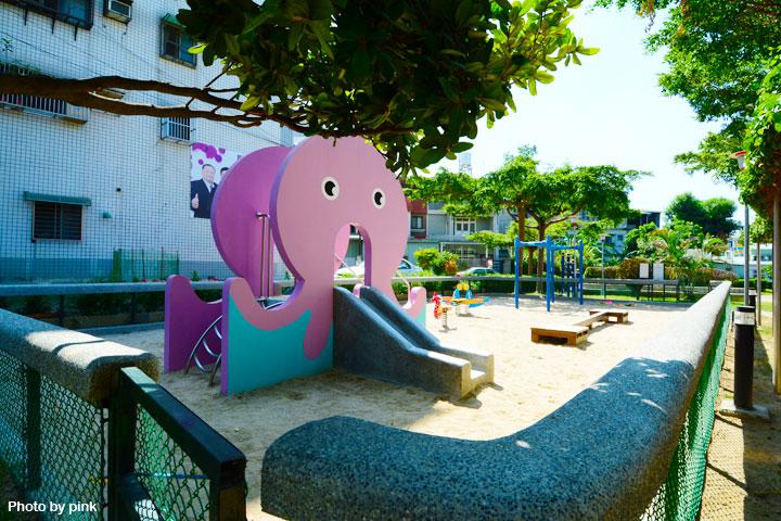 【台中太平景點】新坪公園。小而巧的兒童公園,還有超可愛粉紅章魚溜滑梯陪玩!-DSC_8942.jpg