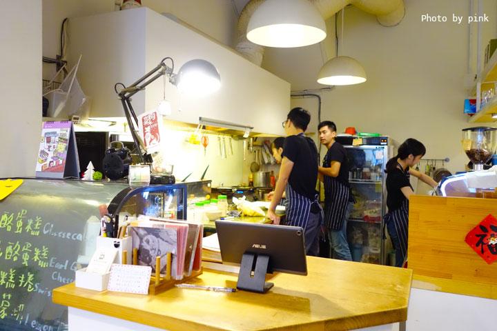 【台中西區蔬食】盧仕咖啡LusCoffee。咖啡、蔬食、甜點複合式餐廳,文青風格hen引人!-DSC00770.jpg