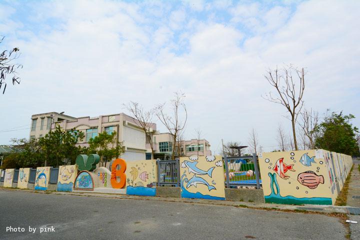 【嘉義布袋景點】東港3兒童公園。全新兒童樂園,彩色字母跑道、滑石溜滑梯、攀爬區還有小童白沙區玩遊!嘉義布袋.東港3兒童公園-DSC_2721.jpg